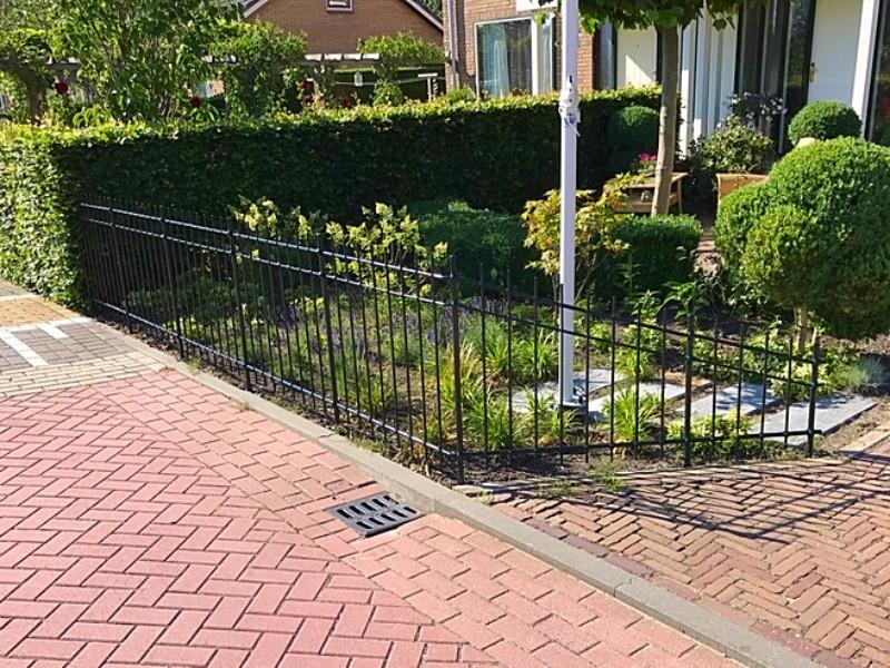 Welp Smeedijzeren tuinhek in Woerdense Verlaat - Kunstsiersmederij YE-54